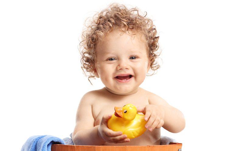 Bébé au bain